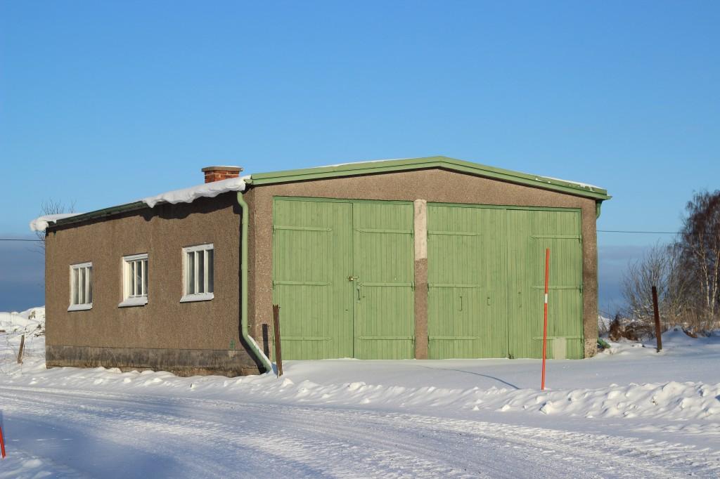 En av grannarnas garage.