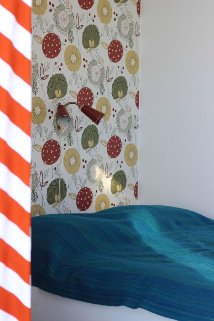 Sängen och fondväggen