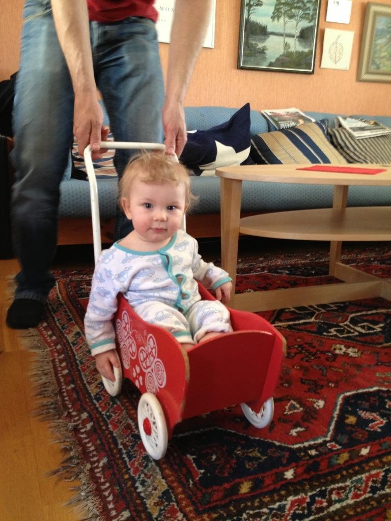 Ivar åker dockvagn