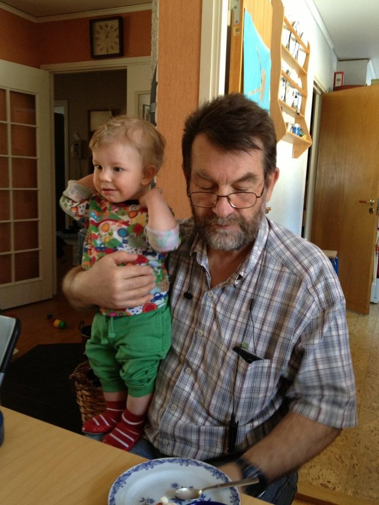 Ivar i morfars knä