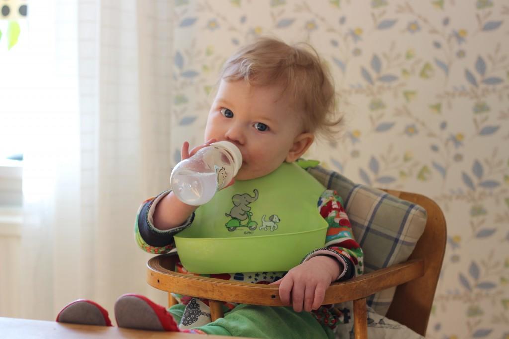 Ivar dricker vatten