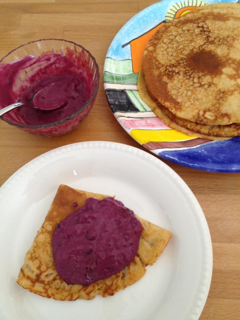 pannkakor och blåbärskesella
