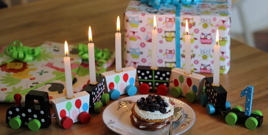 Födelsedagståget, presenter och plättbakelse