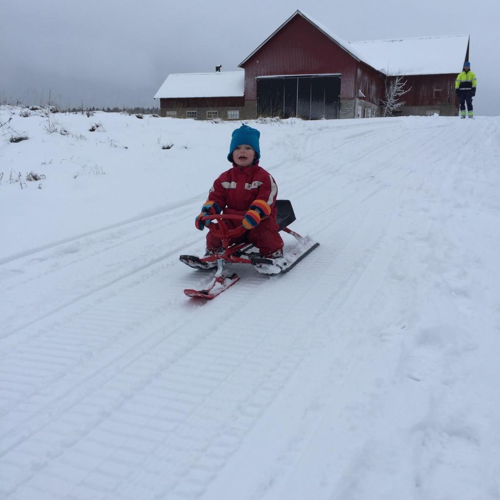 Ivar åker snowracer